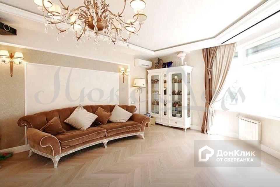 Продаётся 4-комнатная квартира, 192 м²