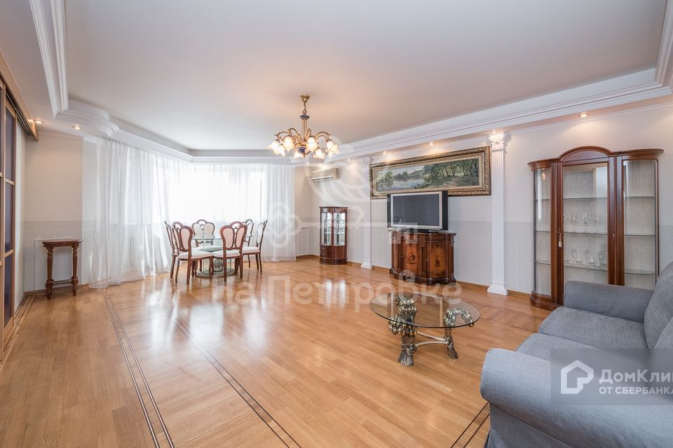 Продаётся 4-комнатная квартира, 150.3 м²