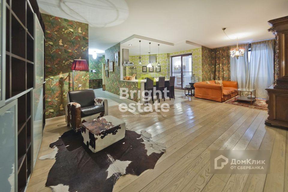 Продаётся 4-комнатная квартира, 151 м²